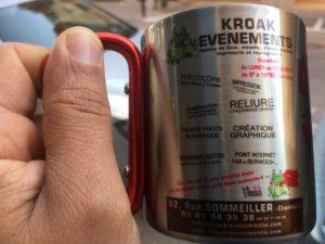 Personnalisation d'un mug inox avec poignée mousqueton